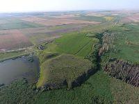 , Gârliciu, Dealul Hazarlâc<br /><a href='http://foto.cimec.ro/RAN/i1/7112C38B1F0447D7A48632D729F22F9E.jpg' target=_blank>Priveşte aceeaşi imagine într-o fereastră nouă</a>. Autor: Dan Costea. Titlu: Cetatea Cius de pe Dealul Hissarlik. Sursa: Opriș, Ioan Carol, Rediscovering Roman Cius (Gârliciu, Constanța County, Romania). From emperor Valens to Grigore Tocilescu, Theodor Mommsen and beyond, Journal of Ancient History and Archaeology, 7.1, Mega Publishing House, Cluj-Napoca, 2020, p. 7, fig.1