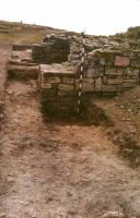 Chronicle of the Archaeological Excavations in Romania, 2000 Campaign. Report no. 98, Jurilovca, Capul Dolojman.<br /> Sector 128bis.<br /><a href='http://foto.cimec.ro/cronica/2000/098/poarta-2.jpg' target=_blank>Display the same picture in a new window</a>