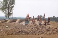 Chronicle of the Archaeological Excavations in Romania, 2001 Campaign. Report no. 2, Adâncata, Imaş<br /><a href='http://foto.cimec.ro/cronica/2001/002/t2-studenti.JPG' target=_blank>Display the same picture in a new window</a>