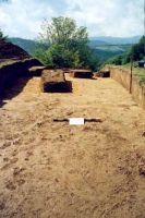 Chronicle of the Archaeological Excavations in Romania, 2001 Campaign. Report no. 181, Roşia Montană, Cârnic (Piatra Corbului).<br /> Sector Imagini_detaliu_necropola.<br /><a href='http://foto.cimec.ro/cronica/2001/181/Imagini-detaliu-necropola/006.JPG' target=_blank>Display the same picture in a new window</a>