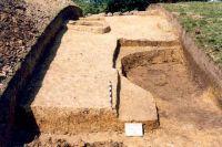 Chronicle of the Archaeological Excavations in Romania, 2001 Campaign. Report no. 181, Roşia Montană, Cârnic (Piatra Corbului).<br /> Sector Imagini_detaliu_necropola.<br /><a href='http://foto.cimec.ro/cronica/2001/181/Imagini-detaliu-necropola/019.JPG' target=_blank>Display the same picture in a new window</a>