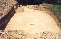 Chronicle of the Archaeological Excavations in Romania, 2001 Campaign. Report no. 181, Roşia Montană, Cârnic (Piatra Corbului).<br /> Sector Imagini_detaliu_necropola.<br /><a href='http://foto.cimec.ro/cronica/2001/181/Imagini-detaliu-necropola/029.JPG' target=_blank>Display the same picture in a new window</a>