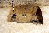 Chronicle of the Archaeological Excavations in Romania, 2001 Campaign. Report no. 181, Roşia Montană, Cârnic (Piatra Corbului).<br /> Sector Imagini_detaliu_necropola.<br /><a href='http://foto.cimec.ro/cronica/2001/181/Imagini-detaliu-necropola/032.JPG' target=_blank>Display the same picture in a new window</a>