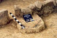 Chronicle of the Archaeological Excavations in Romania, 2001 Campaign. Report no. 181, Roşia Montană, Cârnic (Piatra Corbului).<br /> Sector Imagini_detaliu_necropola.<br /><a href='http://foto.cimec.ro/cronica/2001/181/Imagini-detaliu-necropola/036.JPG' target=_blank>Display the same picture in a new window</a>