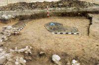 Chronicle of the Archaeological Excavations in Romania, 2001 Campaign. Report no. 181, Roşia Montană, Cârnic (Piatra Corbului).<br /> Sector Imagini_detaliu_necropola.<br /><a href='http://foto.cimec.ro/cronica/2001/181/Imagini-detaliu-necropola/040.JPG' target=_blank>Display the same picture in a new window</a>