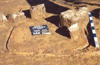Chronicle of the Archaeological Excavations in Romania, 2001 Campaign. Report no. 181, Roşia Montană, Cârnic (Piatra Corbului).<br /> Sector Imagini_detaliu_necropola.<br /><a href='http://foto.cimec.ro/cronica/2001/181/Imagini-detaliu-necropola/052.JPG' target=_blank>Display the same picture in a new window</a>