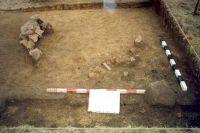 Chronicle of the Archaeological Excavations in Romania, 2001 Campaign. Report no. 181, Roşia Montană, Cârnic (Piatra Corbului).<br /> Sector Imagini_detaliu_necropola.<br /><a href='http://foto.cimec.ro/cronica/2001/181/Imagini-detaliu-necropola/073.JPG' target=_blank>Display the same picture in a new window</a>