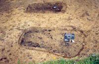 Chronicle of the Archaeological Excavations in Romania, 2001 Campaign. Report no. 181, Roşia Montană, Cârnic (Piatra Corbului).<br /> Sector Imagini_detaliu_necropola.<br /><a href='http://foto.cimec.ro/cronica/2001/181/Imagini-detaliu-necropola/086.JPG' target=_blank>Display the same picture in a new window</a>