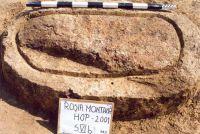 Chronicle of the Archaeological Excavations in Romania, 2001 Campaign. Report no. 181, Roşia Montană, Cârnic (Piatra Corbului).<br /> Sector Imagini_detaliu_necropola.<br /><a href='http://foto.cimec.ro/cronica/2001/181/Imagini-detaliu-necropola/110.JPG' target=_blank>Display the same picture in a new window</a>