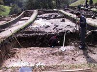 Cronica Cercetărilor Arheologice din România, Campania 2001. Raportul nr. 183, Roşia Montană, Tăul Secuilor (Pârâul Porcului).<br /> Sectorul Imagini.<br /><a href='http://foto.cimec.ro/cronica/2001/183/Imagini/S1.JPG' target=_blank>Priveşte aceeaşi imagine într-o fereastră nouă</a>