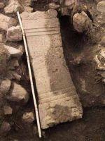 Cronica Cercetărilor Arheologice din România, Campania 2001. Raportul nr. 183, Roşia Montană, Tăul Secuilor (Pârâul Porcului).<br /> Sectorul Imagini.<br /><a href='http://foto.cimec.ro/cronica/2001/183/Imagini/alt28-demontat2.JPG' target=_blank>Priveşte aceeaşi imagine într-o fereastră nouă</a>