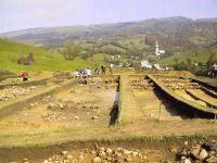Cronica Cercetărilor Arheologice din România, Campania 2001. Raportul nr. 183, Roşia Montană, Tăul Secuilor (Pârâul Porcului).<br /> Sectorul Imagini.<br /><a href='http://foto.cimec.ro/cronica/2001/183/Imagini/privire-generala-sud.JPG' target=_blank>Priveşte aceeaşi imagine într-o fereastră nouă</a>