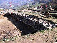 Cronica Cercetărilor Arheologice din România, Campania 2001. Raportul nr. 183, Roşia Montană, Tăul Secuilor (Pârâul Porcului).<br /> Sectorul Imagini.<br /><a href='http://foto.cimec.ro/cronica/2001/183/Imagini/s-ii-zid-vest-bis.JPG' target=_blank>Priveşte aceeaşi imagine într-o fereastră nouă</a>
