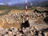 Cronica Cercetărilor Arheologice din România, Campania 2001. Raportul nr. 183, Roşia Montană, Tăul Secuilor (Pârâul Porcului).<br /> Sectorul Imagini.<br /><a href='http://foto.cimec.ro/cronica/2001/183/Imagini/s-iii-zid-nord-bis.JPG' target=_blank>Priveşte aceeaşi imagine într-o fereastră nouă</a>