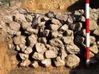 Cronica Cercetărilor Arheologice din România, Campania 2001. Raportul nr. 183, Roşia Montană, Tăul Secuilor (Pârâul Porcului).<br /> Sectorul Imagini.<br /><a href='http://foto.cimec.ro/cronica/2001/183/Imagini/s-vii-zid-nord.JPG' target=_blank>Priveşte aceeaşi imagine într-o fereastră nouă</a>
