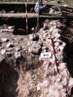 Cronica Cercetărilor Arheologice din România, Campania 2001. Raportul nr. 183, Roşia Montană, Tăul Secuilor (Pârâul Porcului).<br /> Sectorul Imagini.<br /><a href='http://foto.cimec.ro/cronica/2001/183/Imagini/s1-sondaj-zid.JPG' target=_blank>Priveşte aceeaşi imagine într-o fereastră nouă</a>