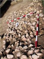 Chronicle of the Archaeological Excavations in Romania, 2001 Campaign. Report no. 183, Roşia Montană, Tăul Secuilor (Pârâul Porcului).<br /> Sector Imagini.<br /><a href='http://foto.cimec.ro/cronica/2001/183/Imagini/s3-daramatura.JPG' target=_blank>Display the same picture in a new window</a>
