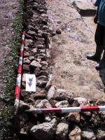 Chronicle of the Archaeological Excavations in Romania, 2001 Campaign. Report no. 183, Roşia Montană, Tăul Secuilor (Pârâul Porcului).<br /> Sector Imagini.<br /><a href='http://foto.cimec.ro/cronica/2001/183/Imagini/s3-detaliu-zid-interior.JPG' target=_blank>Display the same picture in a new window</a>