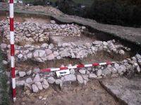 Chronicle of the Archaeological Excavations in Romania, 2001 Campaign. Report no. 183, Roşia Montană, Tăul Secuilor (Pârâul Porcului).<br /> Sector Imagini.<br /><a href='http://foto.cimec.ro/cronica/2001/183/Imagini/s3-ziduri-si-daramatura-b.JPG' target=_blank>Display the same picture in a new window</a>