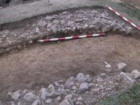 Chronicle of the Archaeological Excavations in Romania, 2001 Campaign. Report no. 183, Roşia Montană, Tăul Secuilor (Pârâul Porcului).<br /> Sector Imagini.<br /><a href='http://foto.cimec.ro/cronica/2001/183/Imagini/s4-zid-nordic.JPG' target=_blank>Display the same picture in a new window</a>