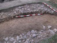Cronica Cercetărilor Arheologice din România, Campania 2001. Raportul nr. 183, Roşia Montană, Tăul Secuilor (Pârâul Porcului).<br /> Sectorul Imagini.<br /><a href='http://foto.cimec.ro/cronica/2001/183/Imagini/s4-zid-nordic.JPG' target=_blank>Priveşte aceeaşi imagine într-o fereastră nouă</a>