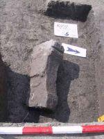 Cronica Cercetărilor Arheologice din România, Campania 2001. Raportul nr. 183, Roşia Montană, Tăul Secuilor (Pârâul Porcului).<br /> Sectorul Imagini.<br /><a href='http://foto.cimec.ro/cronica/2001/183/Imagini/s6-altar29-est.JPG' target=_blank>Priveşte aceeaşi imagine într-o fereastră nouă</a>