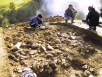 Chronicle of the Archaeological Excavations in Romania, 2001 Campaign. Report no. 183, Roşia Montană, Tăul Secuilor (Pârâul Porcului).<br /> Sector Imagini.<br /><a href='http://foto.cimec.ro/cronica/2001/183/Imagini/s8-daramatura.JPG' target=_blank>Display the same picture in a new window</a>