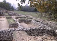 Chronicle of the Archaeological Excavations in Romania, 2001 Campaign. Report no. 189, Roşia Montană, centrul istoric-Masivul Coş<br /><a href='http://foto.cimec.ro/cronica/2001/189/taul-tapului-mnir-20.jpg' target=_blank>Display the same picture in a new window</a>