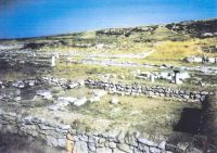 Chronicle of the Archaeological Excavations in Romania, 2002 Campaign. Report no. 5, Adamclisi, Cetate.<br /> Sector sectorD.<br /><a href='http://foto.cimec.ro/cronica/2002/005/tropaeum-traiani-sect-d-3.jpg' target=_blank>Display the same picture in a new window</a>