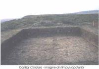 Cronica Cercetărilor Arheologice din România, Campania 2002. Raportul nr. 66, Costi&#351;a, Dealul Cet&#259;&#355;uia<br /><a href='http://foto.cimec.ro/cronica/2002/066/Costisa2def.jpg' target=_blank>Priveşte aceeaşi imagine într-o fereastră nouă</a>