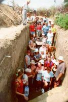 Chronicle of the Archaeological Excavations in Romania, 2002 Campaign. Report no. 81, Galaţi, Cartierul Dunărea (Cătuşa)<br /><a href='http://foto.cimec.ro/cronica/2002/081/m-brudiu-2002-fig3-grup.jpg' target=_blank>Display the same picture in a new window</a>