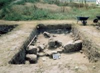 Chronicle of the Archaeological Excavations in Romania, 2003 Campaign. Report no. 3, Adamclisi, Cetate.<br /> Sector sectorD.<br /><a href='http://foto.cimec.ro/cronica/2003/003/adamclisi-s19-bas-d.jpg' target=_blank>Display the same picture in a new window</a>