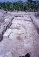 Chronicle of the Archaeological Excavations in Romania, 2003 Campaign. Report no. 79, Gherghiţa, La Târg (Şcoala Generală)<br /><a href='http://foto.cimec.ro/cronica/2003/079/Gherghita-altar2.jpg' target=_blank>Display the same picture in a new window</a>