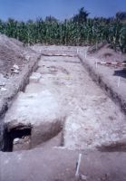 Chronicle of the Archaeological Excavations in Romania, 2003 Campaign. Report no. 79, Gherghiţa, La Târg (Şcoala Generală)<br /><a href='http://foto.cimec.ro/cronica/2003/079/gherghita-altar-1.jpg' target=_blank>Display the same picture in a new window</a>