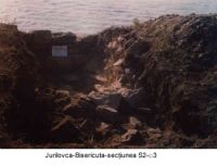 Chronicle of the Archaeological Excavations in Romania, 2003 Campaign. Report no. 98, Jurilovca, Insula Bisericuţa<br /><a href='http://foto.cimec.ro/cronica/2003/098/jurilovca-bisericuta-sectiunea-s2-c3.jpg' target=_blank>Display the same picture in a new window</a>