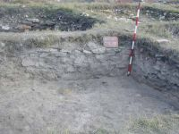 Chronicle of the Archaeological Excavations in Romania, 2003 Campaign. Report no. 128, Murighiol, La Cetate (Bataraia)<br /><a href='http://foto.cimec.ro/cronica/2003/128/murighiol-halmyris-cas-r-17b.jpg' target=_blank>Display the same picture in a new window</a>
