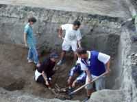 Chronicle of the Archaeological Excavations in Romania, 2003 Campaign. Report no. 207, Vaslui<br /><a href='http://foto.cimec.ro/cronica/2003/207/vaslui-curtile-domnesti-016.jpg' target=_blank>Display the same picture in a new window</a>