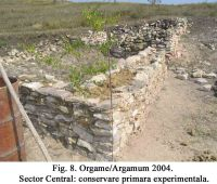 Chronicle of the Archaeological Excavations in Romania, 2004 Campaign. Report no. 129, Jurilovca, Capul Dolojman.<br /> Sector 02-poze-sector central.<br /><a href='http://foto.cimec.ro/cronica/2004/129/rsz-10.jpg' target=_blank>Display the same picture in a new window</a>