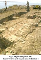 Chronicle of the Archaeological Excavations in Romania, 2004 Campaign. Report no. 129, Jurilovca, Capul Dolojman.<br /> Sector 02-poze-sector central.<br /><a href='http://foto.cimec.ro/cronica/2004/129/rsz-5.jpg' target=_blank>Display the same picture in a new window</a>