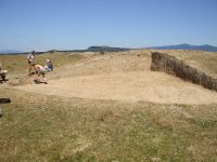 Chronicle of the Archaeological Excavations in Romania, 2007 Campaign. Report no. 19, Brăduţ, Dealul Rotund<br /><a href='http://foto.cimec.ro/cronica/2007/019-BRADUT-CV-DealulRotund-C/DSCF0156.jpg' target=_blank>Display the same picture in a new window</a>