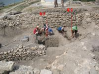Chronicle of the Archaeological Excavations in Romania, 2007 Campaign. Report no. 75, Hârşova, Tell<br /><a href='http://foto.cimec.ro/cronica/2007/075-HARSOVA-CT-Carsium-C/foto-1-incinte-vest-sj-2-3.jpg' target=_blank>Display the same picture in a new window</a>