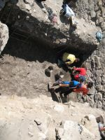 Chronicle of the Archaeological Excavations in Romania, 2007 Campaign. Report no. 75, Hârşova, Tell<br /><a href='http://foto.cimec.ro/cronica/2007/075-HARSOVA-CT-Carsium-C/foto-12-emplectonul-turnului-demantelat-in-sj-3.jpg' target=_blank>Display the same picture in a new window</a>