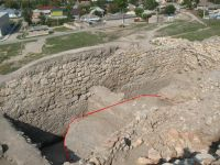 Chronicle of the Archaeological Excavations in Romania, 2007 Campaign. Report no. 75, Hârşova, Tell<br /><a href='http://foto.cimec.ro/cronica/2007/075-HARSOVA-CT-Carsium-C/foto-18-turnul-intre-i-2-si-i-3.jpg' target=_blank>Display the same picture in a new window</a>