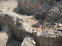 Chronicle of the Archaeological Excavations in Romania, 2007 Campaign. Report no. 75, Hârşova, Tell<br /><a href='http://foto.cimec.ro/cronica/2007/075-HARSOVA-CT-Carsium-C/foto-23-sj-6-pe-amenajarea-din-spatele-i-3.jpg' target=_blank>Display the same picture in a new window</a>