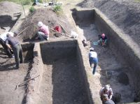 Chronicle of the Archaeological Excavations in Romania, 2007 Campaign. Report no. 103, Măgura, Teleor 003 (Buduiasca, Boldul lui Moş Ivănuş)<br /><a href='http://foto.cimec.ro/cronica/2007/103-MAGURA-TR-Buduiasca-1/magura-aspect-sapatura-2.JPG' target=_blank>Display the same picture in a new window</a>