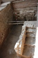 Cronica Cercetărilor Arheologice din România, Campania 2007. Raportul nr. 187, Timişoara, Freidorf<br /><a href='http://foto.cimec.ro/cronica/2007/187-TIMISOARA-TM-CastelHuniade-2/fig-3-s-1-fundatia-turnului-vedere-dinspre-nord-est.JPG' target=_blank>Priveşte aceeaşi imagine într-o fereastră nouă</a>