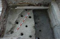 Cronica Cercetărilor Arheologice din România, Campania 2007. Raportul nr. 187, Timişoara, Freidorf<br /><a href='http://foto.cimec.ro/cronica/2007/187-TIMISOARA-TM-CastelHuniade-2/fig-4-s-2-palisada-din-c-1-3.JPG' target=_blank>Priveşte aceeaşi imagine într-o fereastră nouă</a>