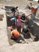 Chronicle of the Archaeological Excavations in Romania, 2008 Campaign. Report no. 34, Hârşova, Tell<br /><a href='http://foto.cimec.ro/cronica/2008/034/foto-15-s-2-aspect-general-de-santier.jpg' target=_blank>Display the same picture in a new window</a>