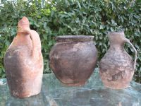 Chronicle of the Archaeological Excavations in Romania, 2008 Campaign. Report no. 34, Hârşova, Tell<br /><a href='http://foto.cimec.ro/cronica/2008/034/foto-20-s-2-vase-intregi-din-locuinta-medieval-timpurie.jpg' target=_blank>Display the same picture in a new window</a>