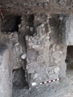 Chronicle of the Archaeological Excavations in Romania, 2008 Campaign. Report no. 34, Hârşova, Tell<br /><a href='http://foto.cimec.ro/cronica/2008/034/foto-4-zidul-din-partea-centrala-a-sectiunii.jpg' target=_blank>Display the same picture in a new window</a>